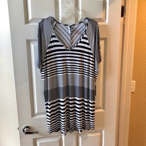 NWT Kenneth Cole Swimsuit Coverup